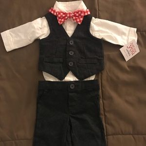 Carters Newborn Gray and White W/Red Bow tie suit